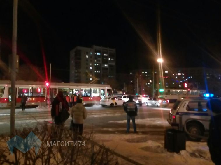 Яндекс-такси «подрезало» трамвай