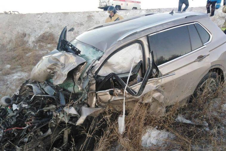 В лобовом столкновении погибли двое водителей