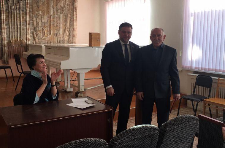 Вячеслав Евстигнеев наградил представителя уникальной профессии