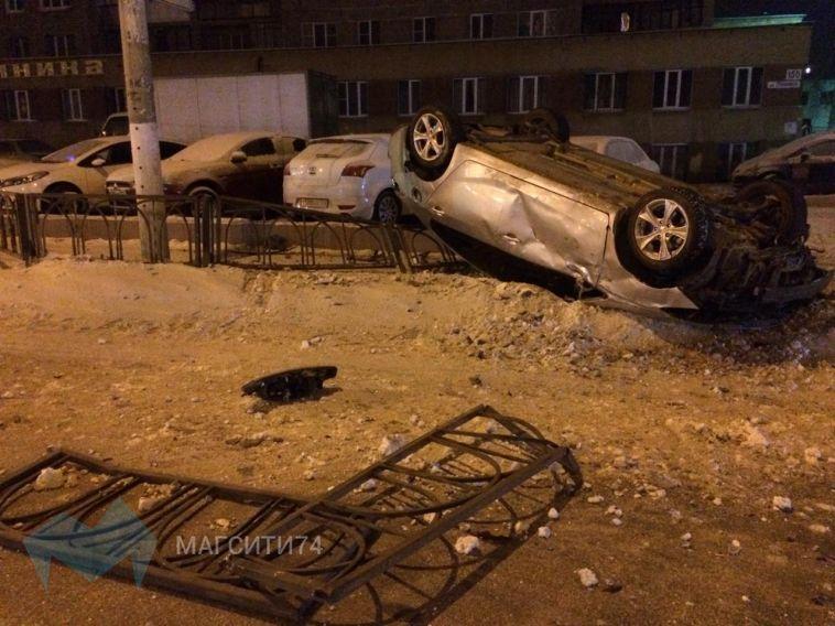 На Ленина водитель снес ограждение и перевернулся