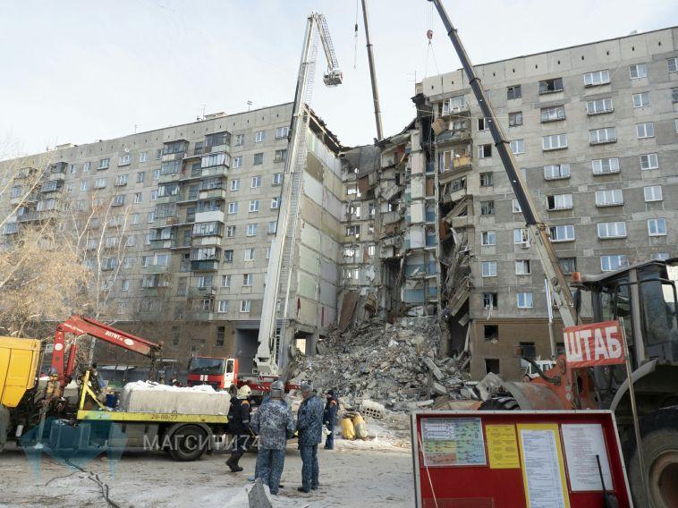 Папа 11-месячного мальчика дежурил у разрушенного дома