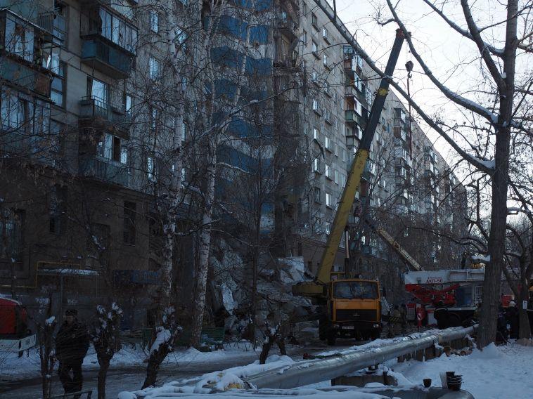Из-под завалов извлекли еще одного человека