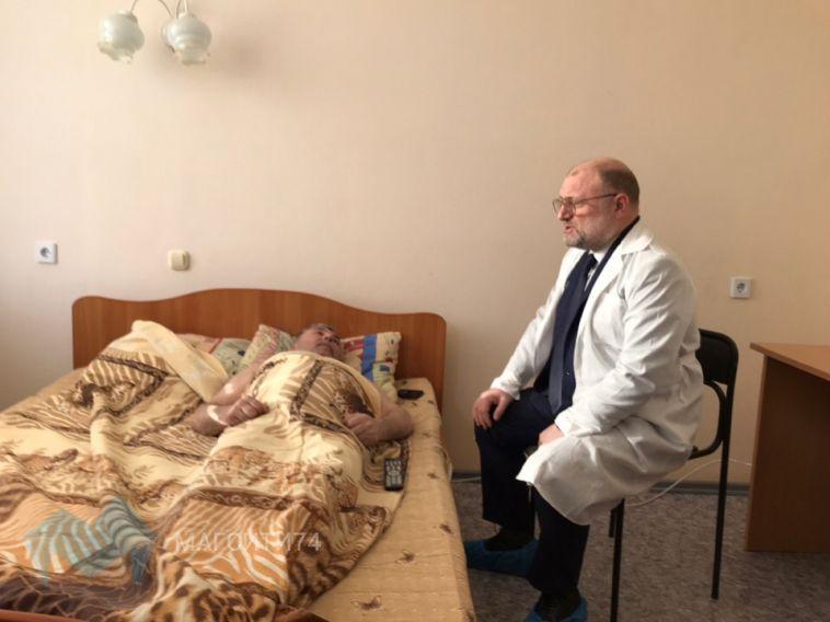 Министр Чечни навестил пострадавшего при обрушении подъезда