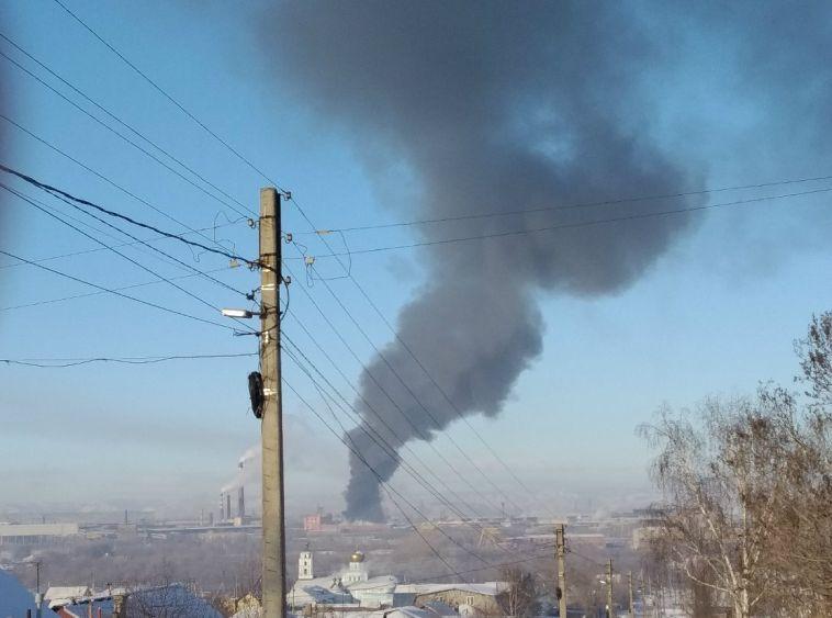 Пожарным потребовался час, чтобы потушить огонь на калибровочном заводе