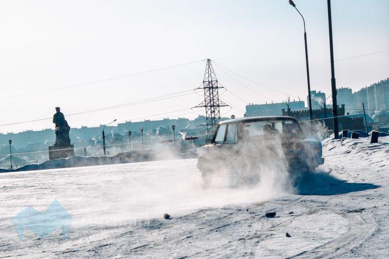 После жалоб горожан сотрудники ГИБДД провели рейд возле ТРК «Континент»