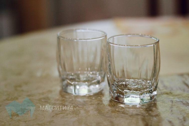 В Магнитогорске на остановках продавали контрафактный алкоголь