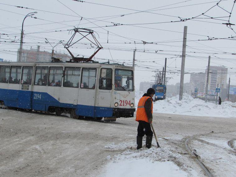 Дороги в Магнитке чистят, осталось убрать снег с обочин