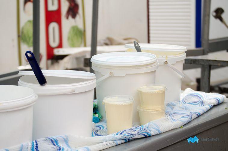 Магнитогорцам продавали молоко из грязных бочек