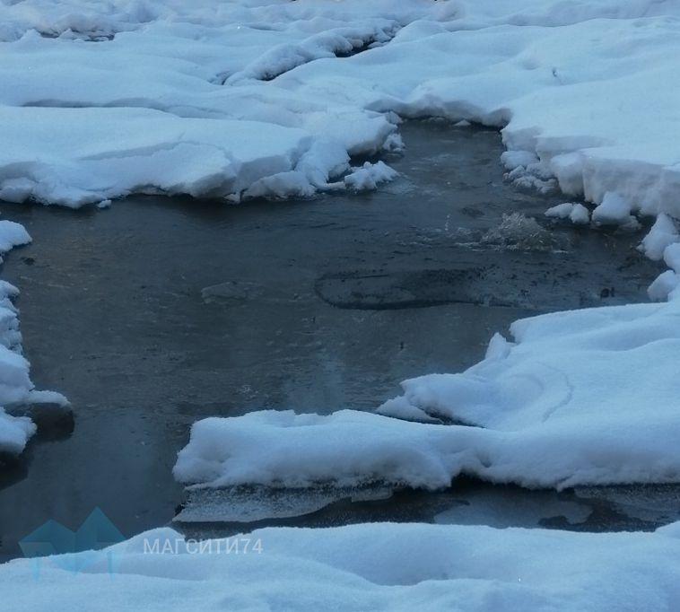 На Ручьёва из-под земли забил фонтан