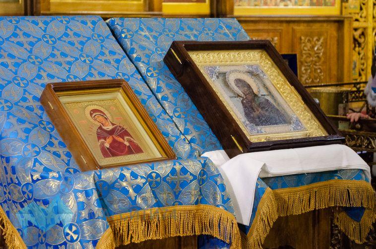 В Магнитку прибыла мироточивая икона Богоматери