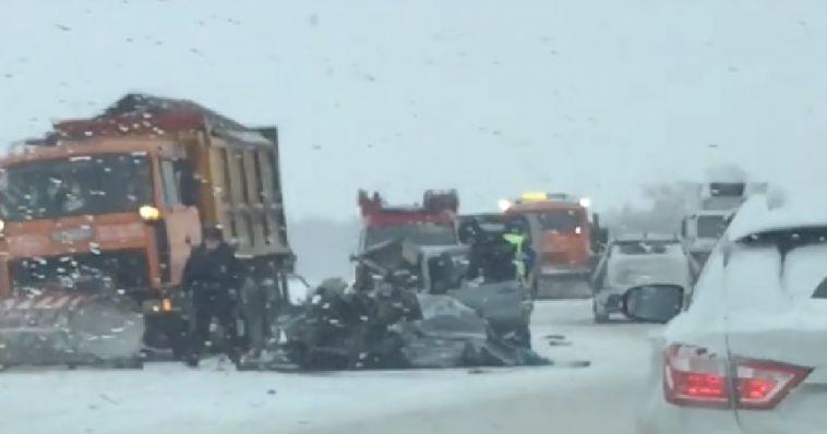 На челябинской трассе в лобовом столкновении погибли двое