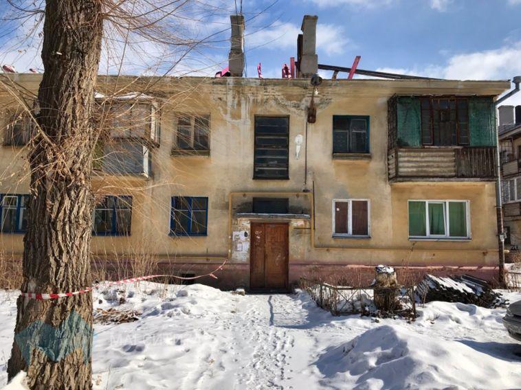 Жильцы магнитогорской двухэтажки временно остались без крыши