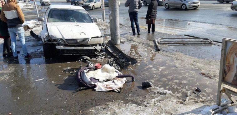 В Челябинске сбили женщину с малышкой