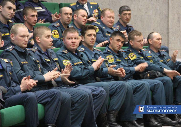 Магнитогорцы получили знаки отличия МЧС России