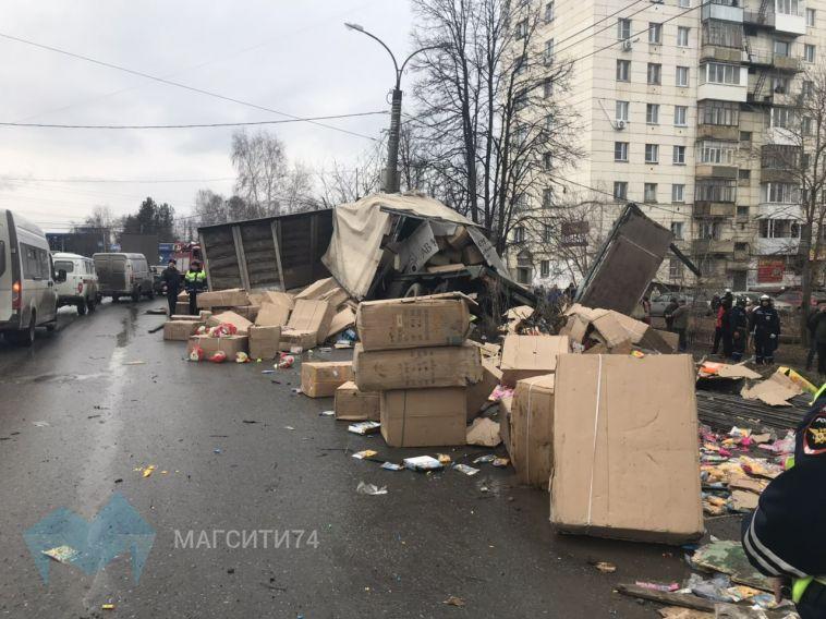 На Южном Урале перевернулся грузовик с игрушками