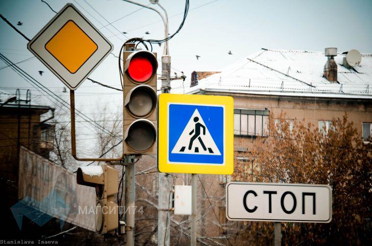 Подростки спровоцировали ДТП, переходя дорогу на красный свет