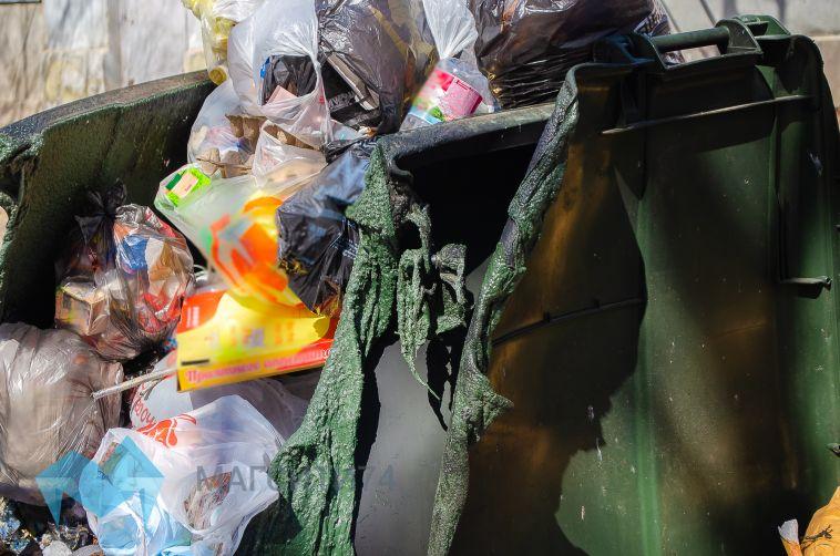 Квартира, дом и мусорные баки: ночью в Магнитогорске произошло три пожара