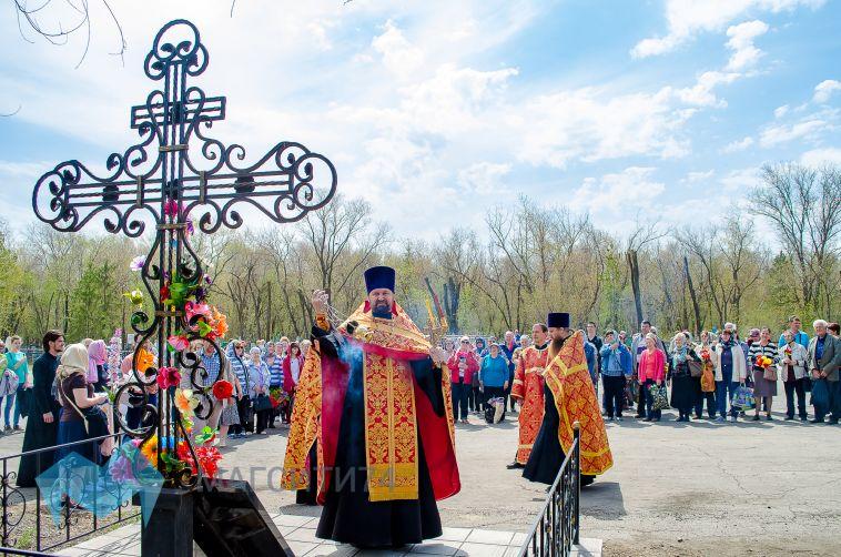 Тысячи магнитогорцев посетили сегодня могилы родных