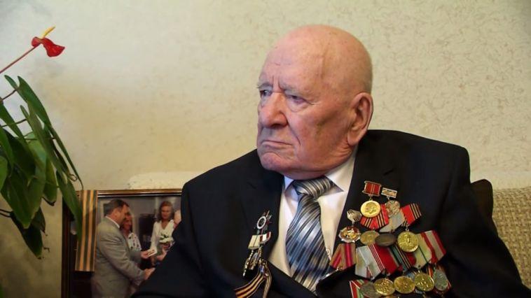 Алексей Текслер поздравил своего деда-фронтовика с Днем Победы