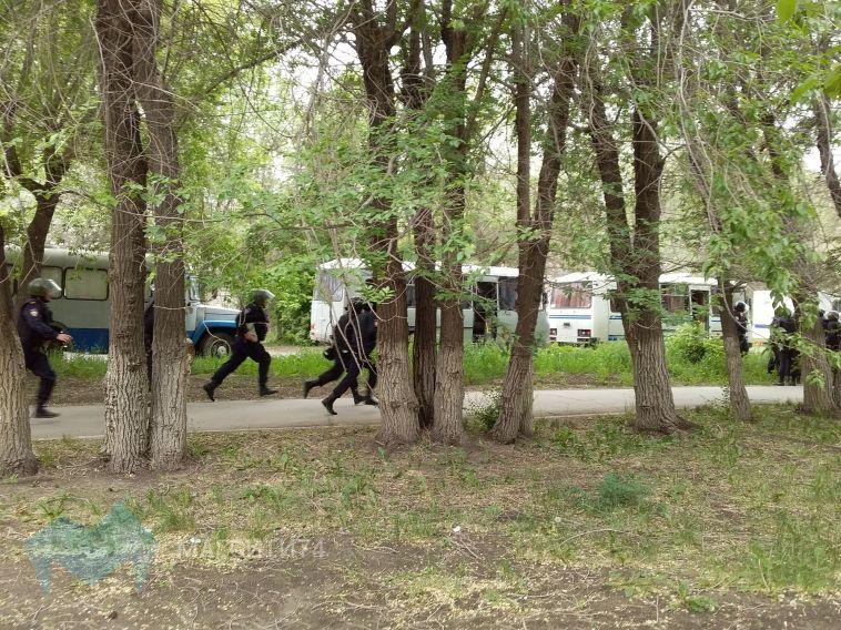 Не пускают даже пешеходов: в Магнитогорске оцепили район педколледжа