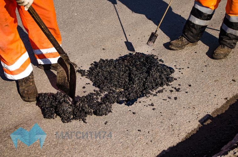 Чиновники продолжают принимать заявки на ямочный ремонт от жителей