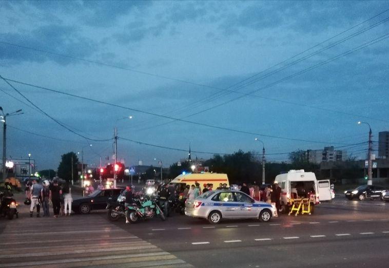 Около часа назад мотоциклист врезался в автомобиль