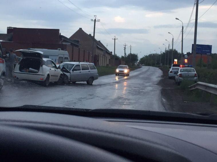 В лобовом столкновении на Калмыкова пострадали двое