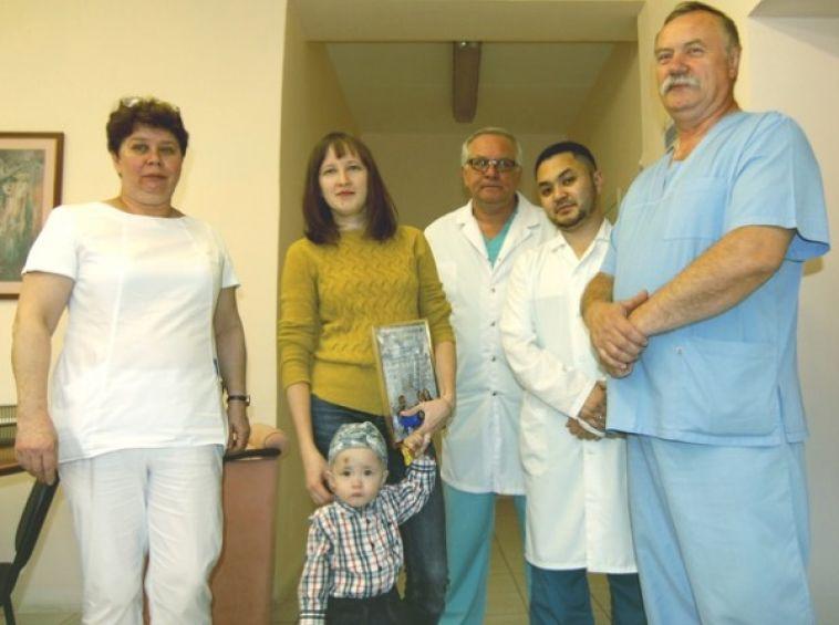 «Вы первыми оказали помощь»: врачи детской больницы получили благодарственное письмо от семьи Фокиных