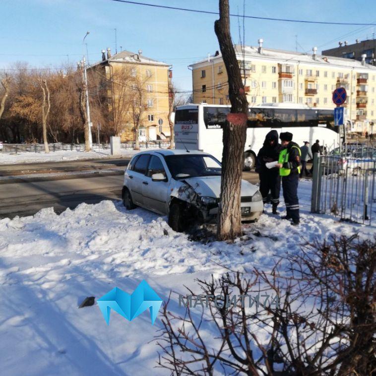 На Грязнова водитель наехал на маму с ребёнком