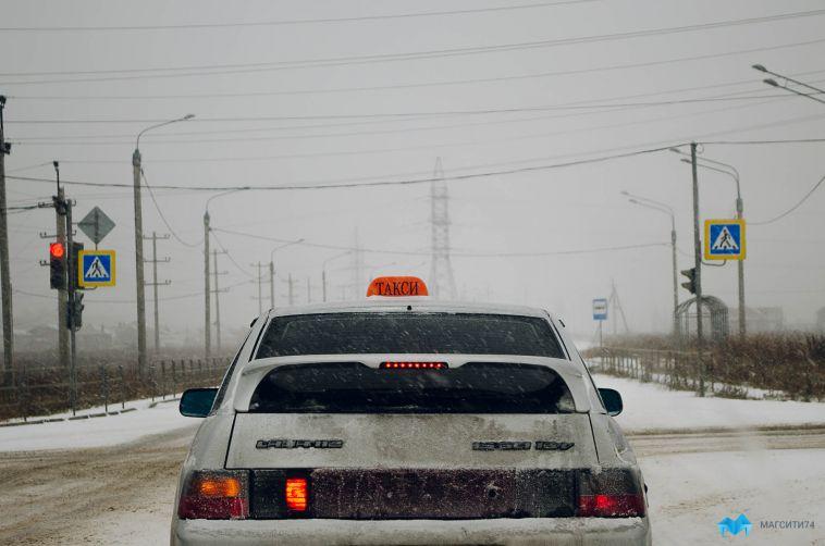 ВМагнитогорске таксист высадил маму смаленьким ребёнком