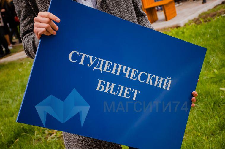 В Челябинске ночью вахтерша выгоняла студентов из общежития