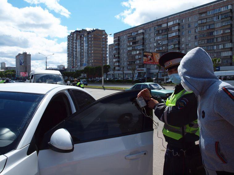 ВМагнитогорске сотрудники Госавтоинспекции провели рейд потонировке