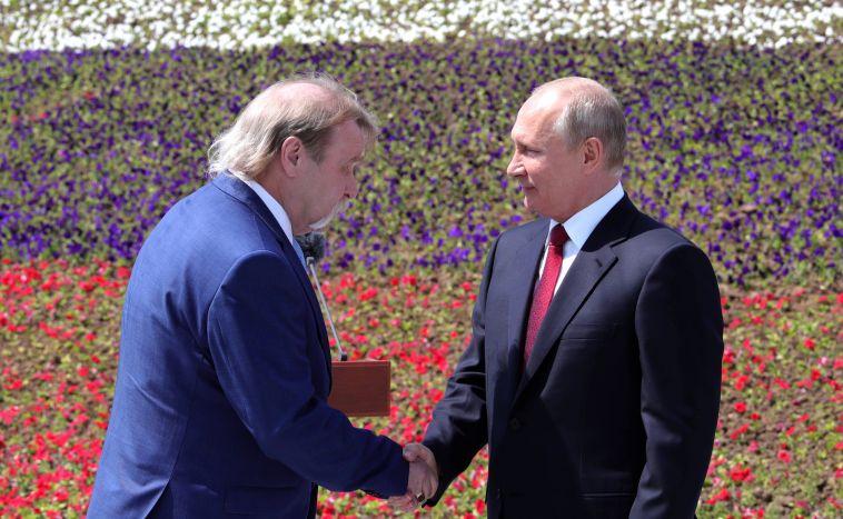 Магнитогорец получил из рук Путина золотую медаль Героя Труда