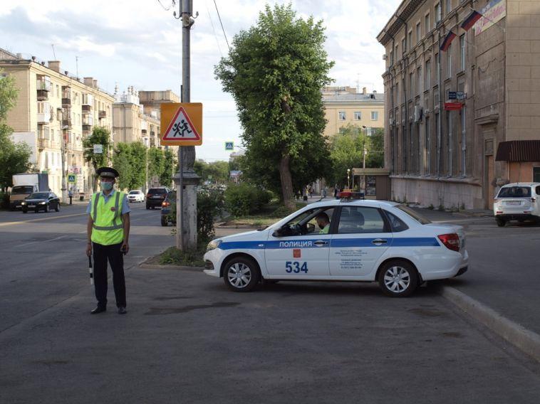 Сотрудники ГИБДД проинспектировали пешеходные переходы Магнитогорска