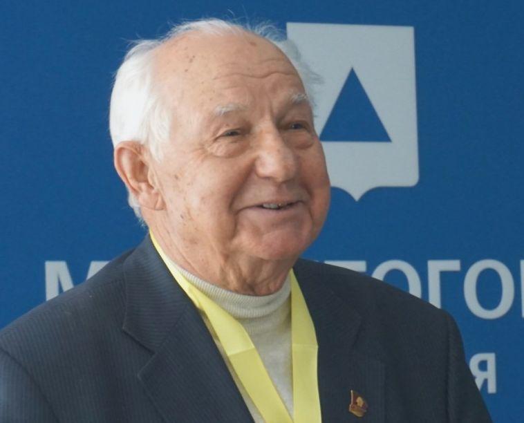 81-летнего магнитогорца наградили за заслуги перед городом