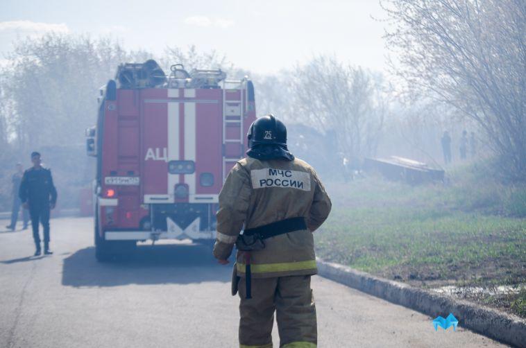 Крупный пожар уничтожил частный дом в Магнитогорске