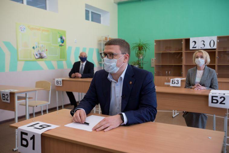 Алексей Текслер вместе с областными чиновниками сдал ЕГЭ по истории
