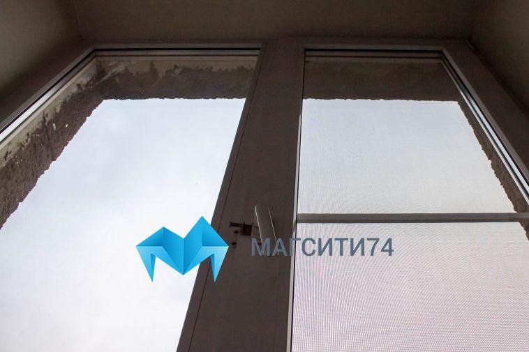 Четырёхлетняя девочка выпала со второго этажа частного дома в Магнитогорске