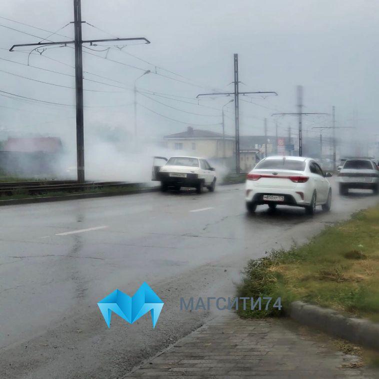 В Магнитогорске перед Казачьей переправой горел автомобиль