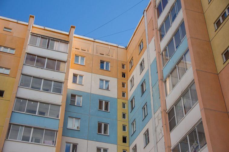 В Магнитогорске девушка разбилась, выпав с 8 этажа