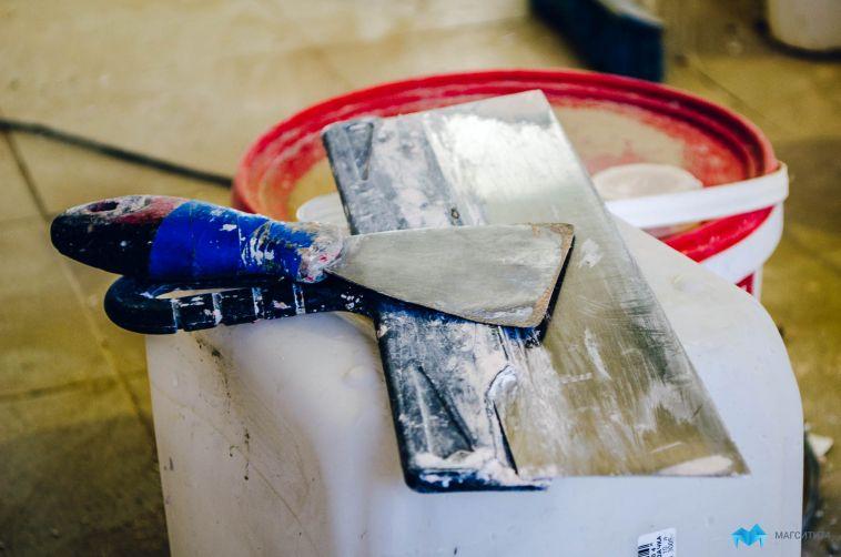 Жительниц города будут судить за кражу 200 килограммов краски