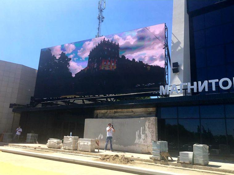 «Как-то вы подрасслабились». Сергей Бердников отчитал подрядчиков, ведущих ремонт в театре Пушкина