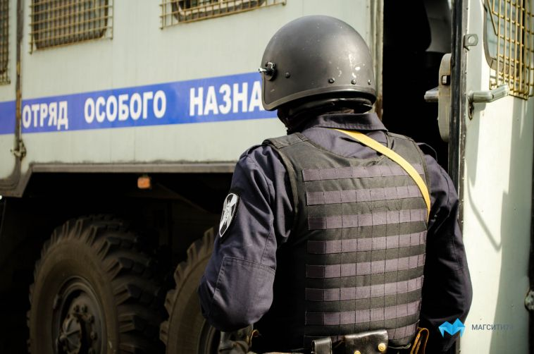 В Магнитогорске ОМОН проверяет два здания суда