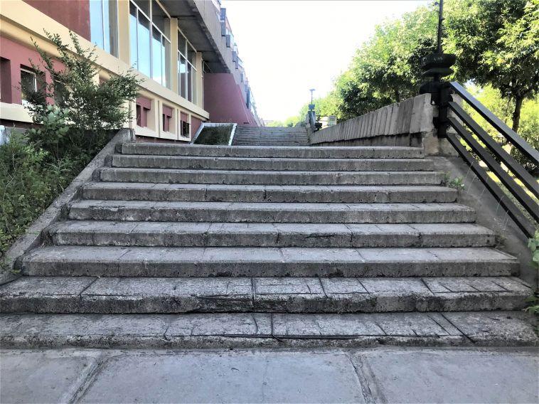 Почти 2,5 млн потратят в Магнитогорске на ремонт лестничных маршей