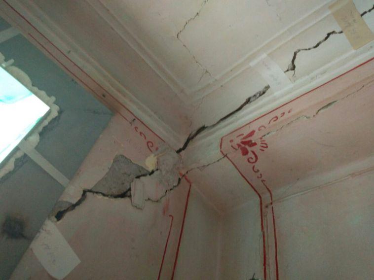 Жители двухэтажки на Ленина боятся обрушения целого подъезда, а УК отказалась обслуживать дом