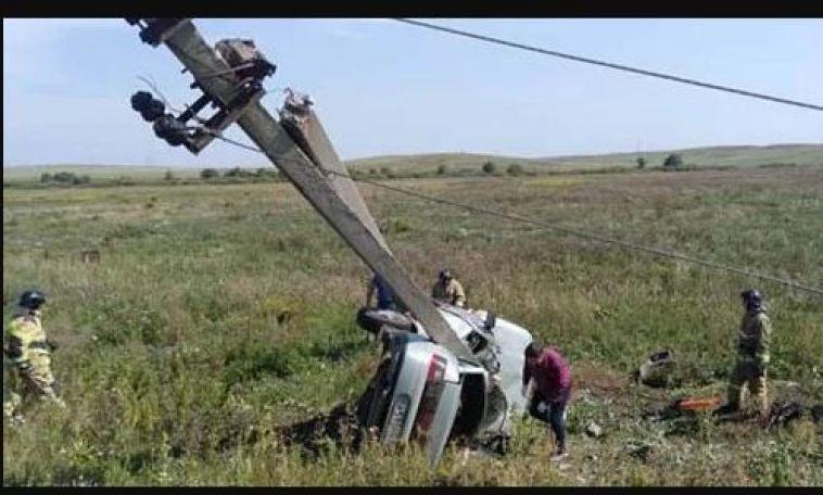 Водитель из Магнитогорска и его пассажир погибли, врезавшись в столб в Агаповском районе
