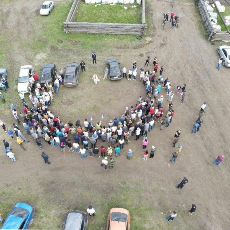 «Когда мы едины — мы непобедимы!». Накануне магнитогорские активисты вновь вышли на экологический флешмоб