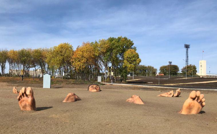 Магнитогорцам предлагают оценить гигантский арт-объект на пляже