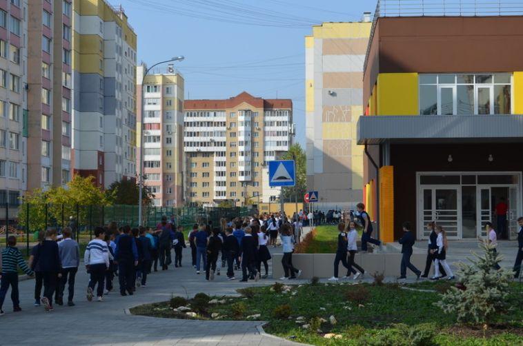 Всего семь минут понадобилось, чтобы эвакуировать всех людей из здания новой школы