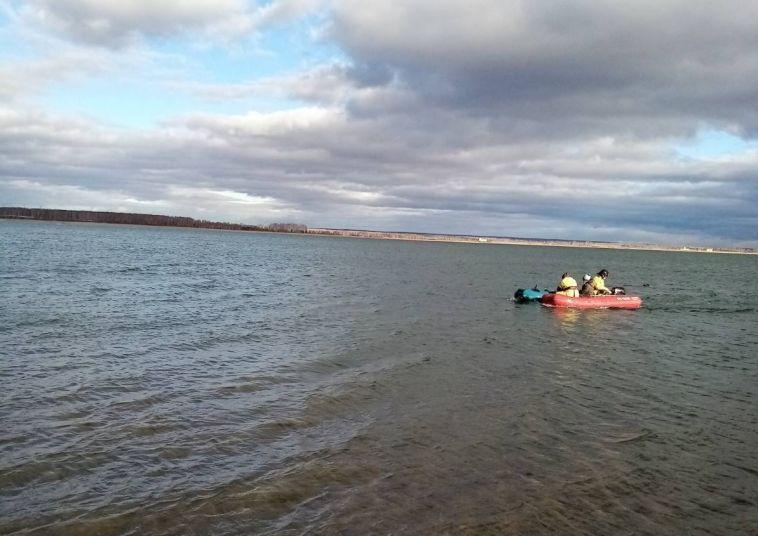 В Челябинской области ребенка унесло ветром на надувной лодке